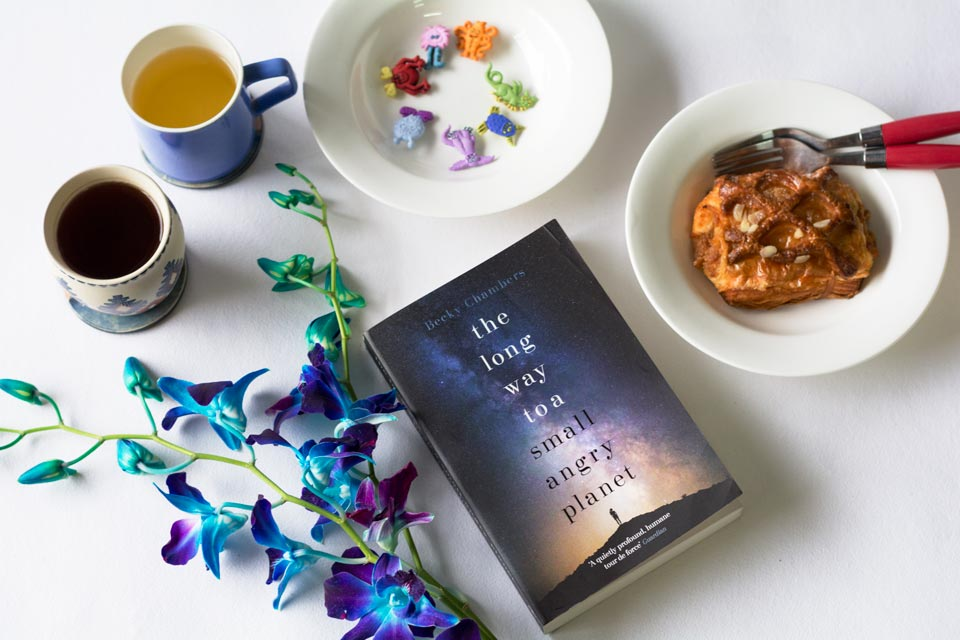 Book Review : The Long way to a Small Angry Planet by Becky Chambers